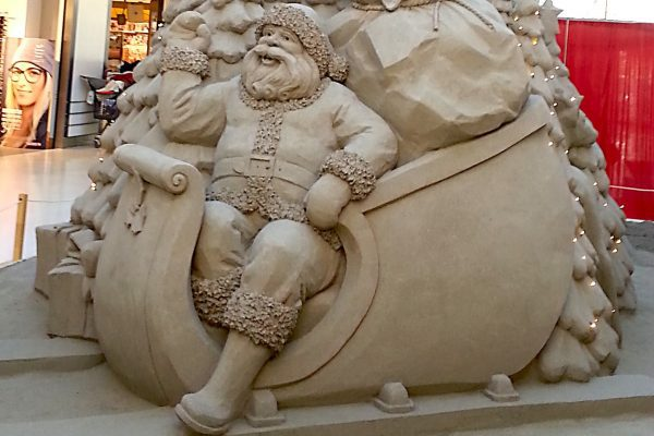 Sand sculptures are an attractive Christmas event